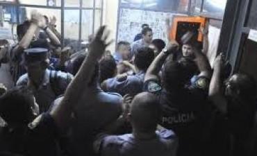 Fiscales analizan imputar a policías que hicieron huelga