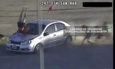 Delincuentes atropellaron a una joven y su bebe en una fuga