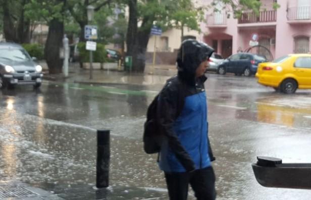 Renuevan alerta por tormentas fuertes para el centro de país