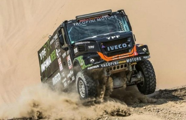 Villagra voló en la etapa y es líder en camiones