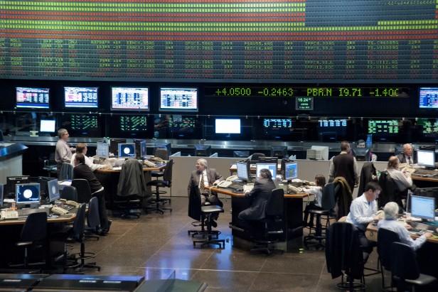 Ingresaron fondos del exterior para invertir en acciones y afectaron al dólar