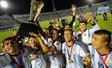 ¡Bienvenidos, campeones! Arribó la Sub 20 al país tras lograr el título en Uruguay