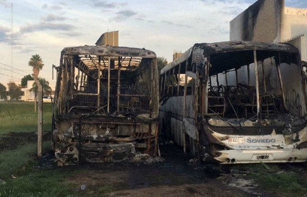 Incendiaron dos colectivos, al parecer intencionalmente, en Córdoba Capital