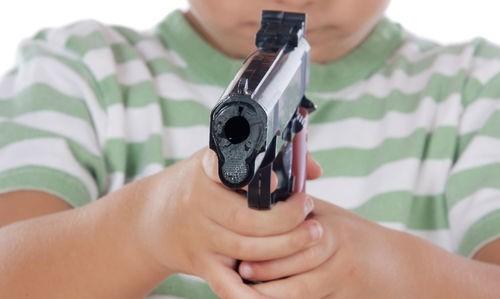 Un niño de 13 años mató al novio de su madre cuando vio que le pegaba
