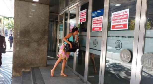 Altos niveles de adhesión al paro de bancarios