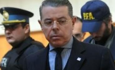 Oyarbide suma denuncias en los Tribunales y en la Magistratura