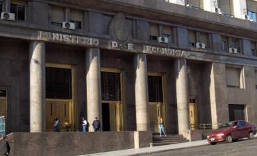 Retiran del ministerio de Economía cartelería de promociones kirchneristas