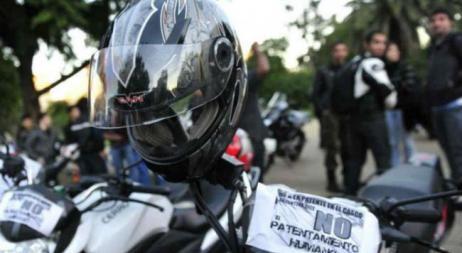 Bullrich anunciará este jueves la obligación del número de patente en casco y chaleco en motociclistas