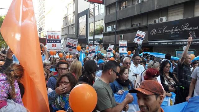 Multitudinaria movilización en Córdoba en contra del aborto