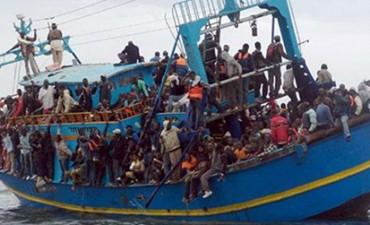 Naufragó barco con 900 inmigrantes en el Mediterráneo