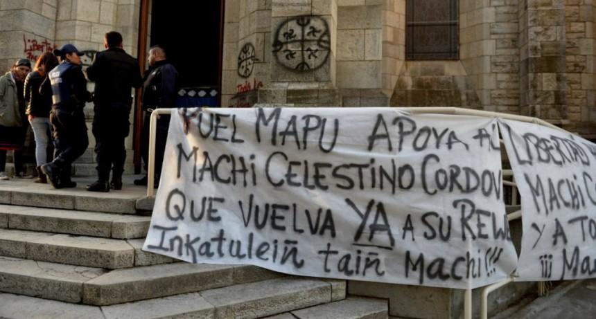 Mapuches toman la Catedral de Bariloche