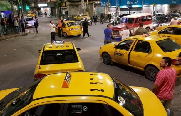 Camionero atacó a martillazos a un taxista en una riña en plena calle