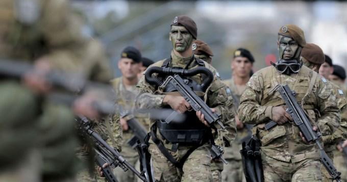 Desfile militar por los 207 años de la Revolución de Mayo