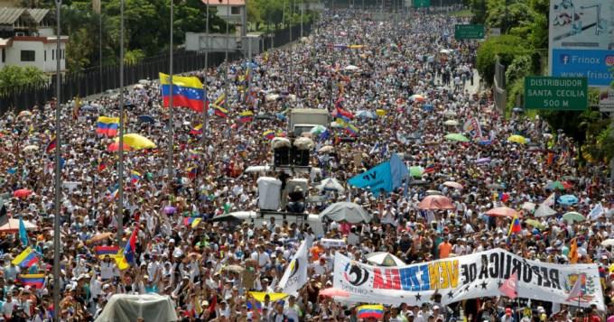 Otro muerto por las sangrientas protestas en Venezuela