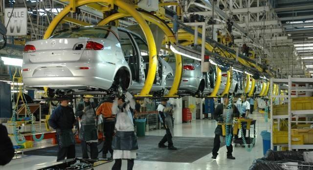 La producción de vehículos subió 21,4% en abril