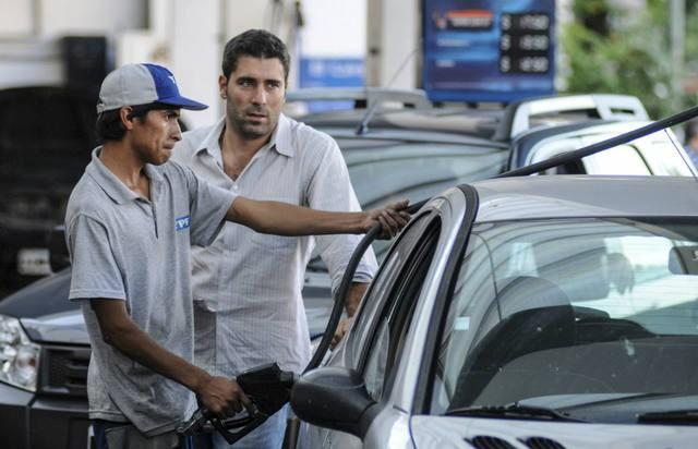 Petroleras mantendrán precios de combustibles por dos meses