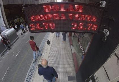 El dólar cerró por arriba de $25 a pesar de la megaoferta del Central