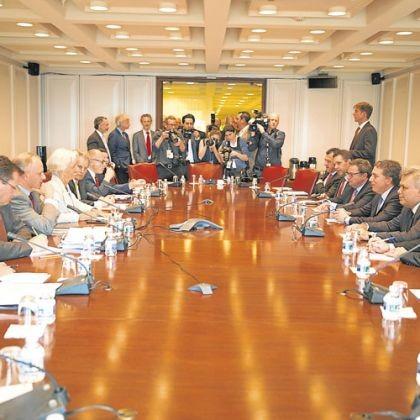 El FMI dio vía libre para negociar un auxilio ampliado