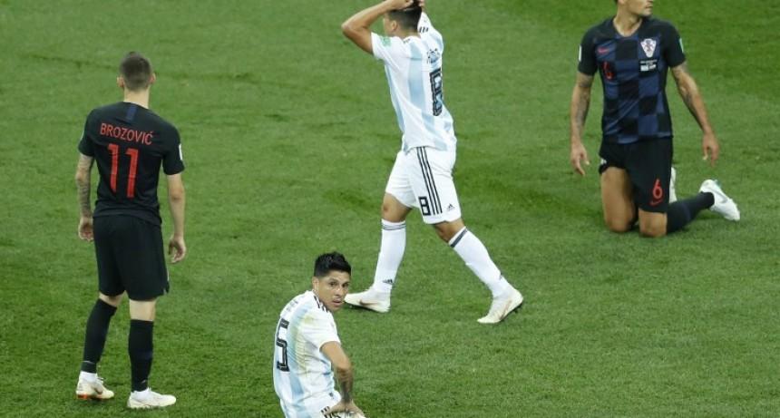 Argentina quedó en la cornisa Cayó 3-0.