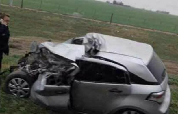 Falleció un hombre en un impactante choque de un auto de frente contra un colectivo