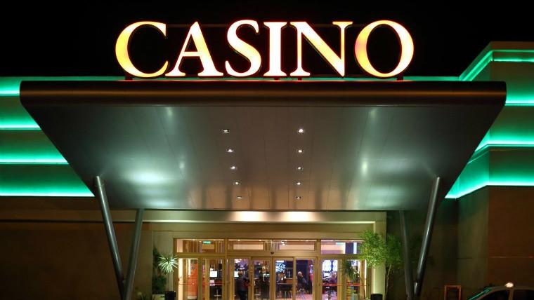 Dejaron a un niño en el vehículo y se fueron al casino en General Roca