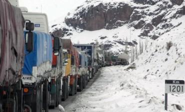 Cerraron el paso a Chile por temporal de viento y nieve