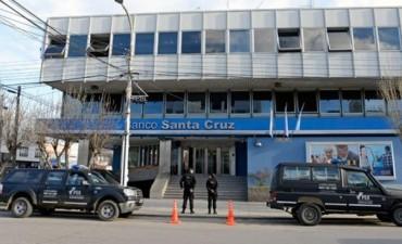 """Realizan un procedimiento en el Banco de Santa Cruz por los """"Cristileaks"""""""
