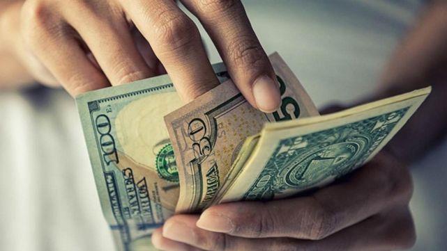 El dólar se dispara y supera los 30 pesos