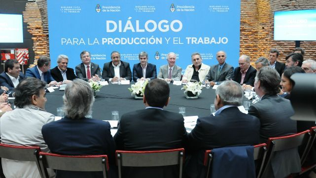 El gobierno lanza un acuerdo por el trabajo