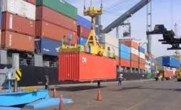 Más restricciones a importadores: reducen el límite para comprar dólares sin autorización