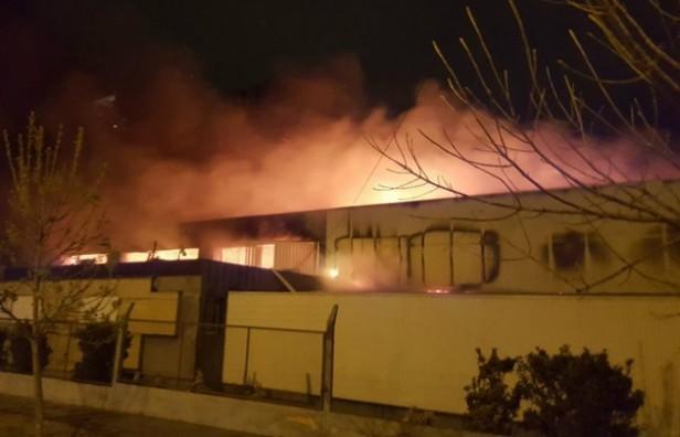 Incendio arrasó con una fábrica de ropa de Córdoba