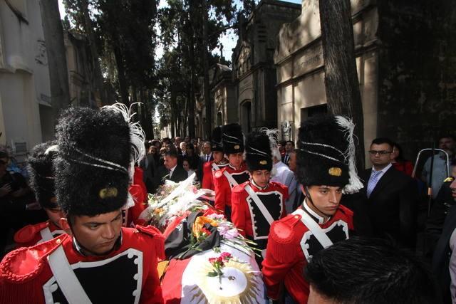Los restos de De la Sota ya descansan en un panteón familiar
