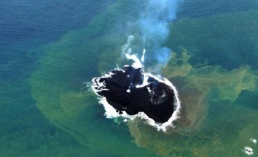 Japón: la increíble nueva isla que emergió tras una erupción volcánica crece sin parar