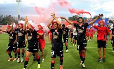 Huracán es pura fiesta: goleó a Atlético Tucumán y vuelve a Primera División