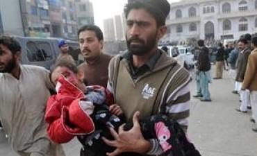 Terror en Paquistán: un comando talibán mató a 132 chicos en una escuela