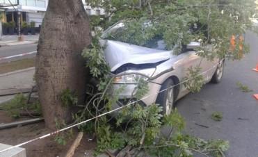 Policía embistió en un auto particular a dos personas en Nueva Córdoba: un joven grave