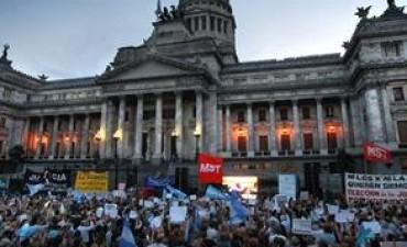 La oposición volvió a unirse en una marcha contra la reforma