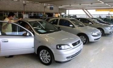 Los autos 0KM aumentarán entre 50 y 70 por ciento por los nuevos impuestos y la devaluación