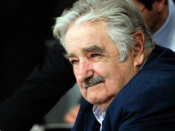 Iguagito a CFK...! Mujica donó 550.000 dólares de su sueldo en cinco años de mandato