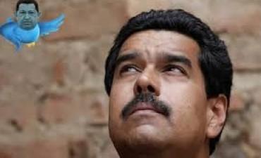 Desabastecimiento, inflación y petróleo barato: Maduro en su peor momento