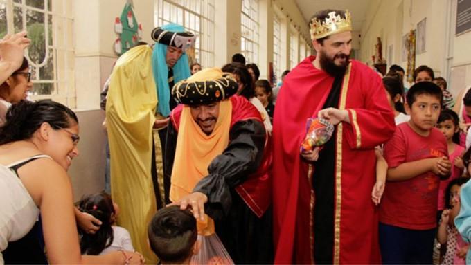 Los Reyes Magos y Piñon Fijo visitaron hospitales en la ciudad de Córdoba