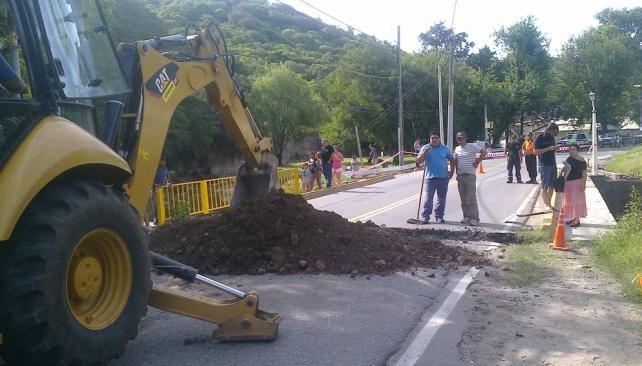 Clausuraron un puente por riesgo de derrumbe en Rio Ceballos