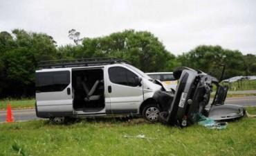 Un argentino chocó en Uruguay un auto con su camioneta y mató a dos personas