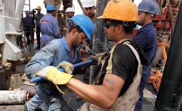 El petróleo cae otra vez por debajo de los 30 dólares y las bolsas sienten el impacto