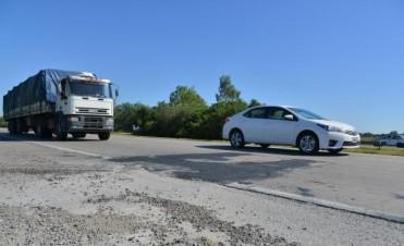 Pese a mejoras, los baches resisten en autopista a Rosario