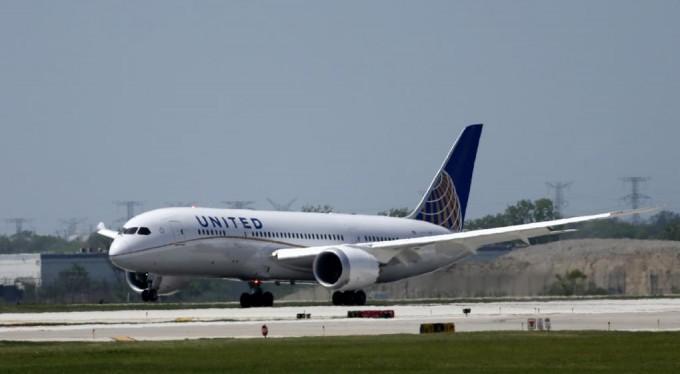 Un avión salió el 1 de enero y llegó el 31 de diciembre a destino