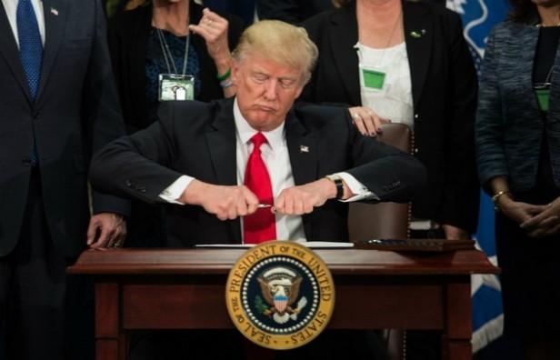 Trump firmó el decreto para levantar el muro con México