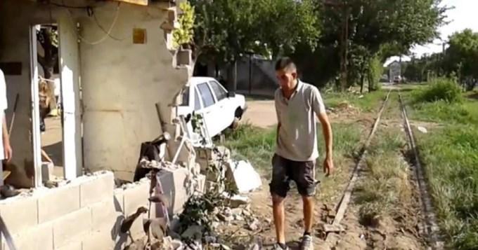 Descarriló un tren y derrumbó una casa en Córdoba