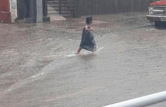Un muerto y 300 evacuados por las lluvias en Tucumán