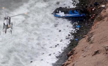 Peru.48 muertos dejó la caída de bus en la Curva del Diablo